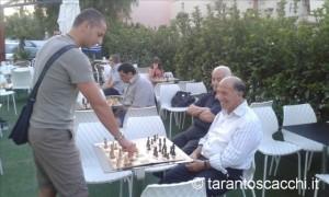 Pino Santoiemma nella simultanea allo 099, contro Delfino, da lui stesso organizzata circa un anno fa.